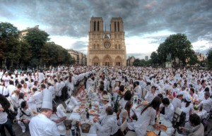 Diner En Blanc event in Paris