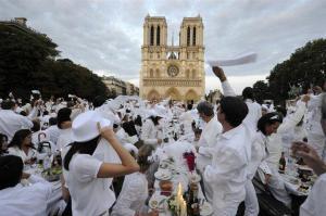 Diner En Blanc Toronto participants wave white napkins.