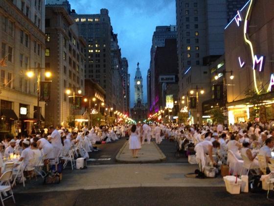 Broad Street, Avenue of the Arts, Diner en Blanc, Diner en Blanc Philadelphia, White, Fashion, Visit Philly, Pop-up Picnic