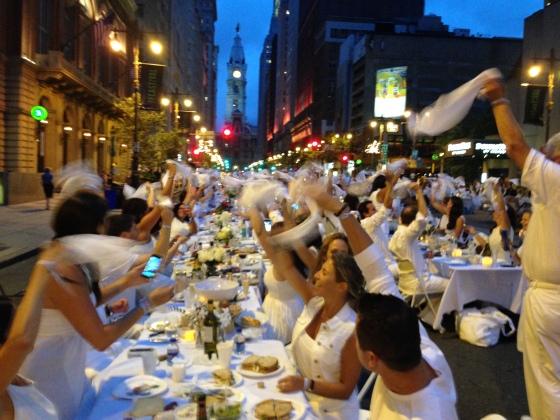 Napkin Waving, Diner en Blanc, Diner en Blanc Philadelphia, White, Fashion, Visit Philly, Pop-up Picnic