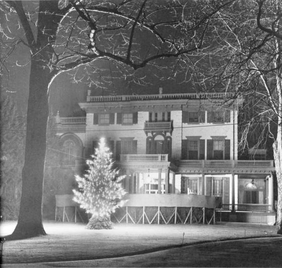 Historic Glen Foerd Christmas exterior